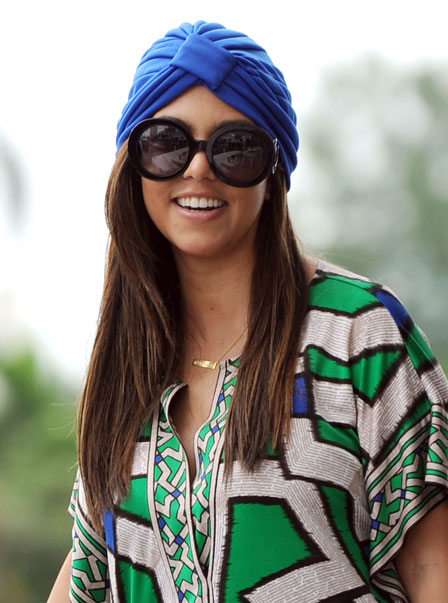 0926-kourtney-kardashian-turban-hair-accessory_bd