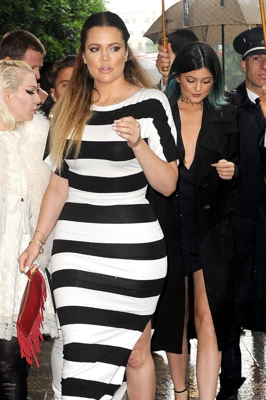 khloe-kardashian-paris-shopping-nadia-tarr-stripe-crop-top-skirt-valentino-pisces-clutch-1