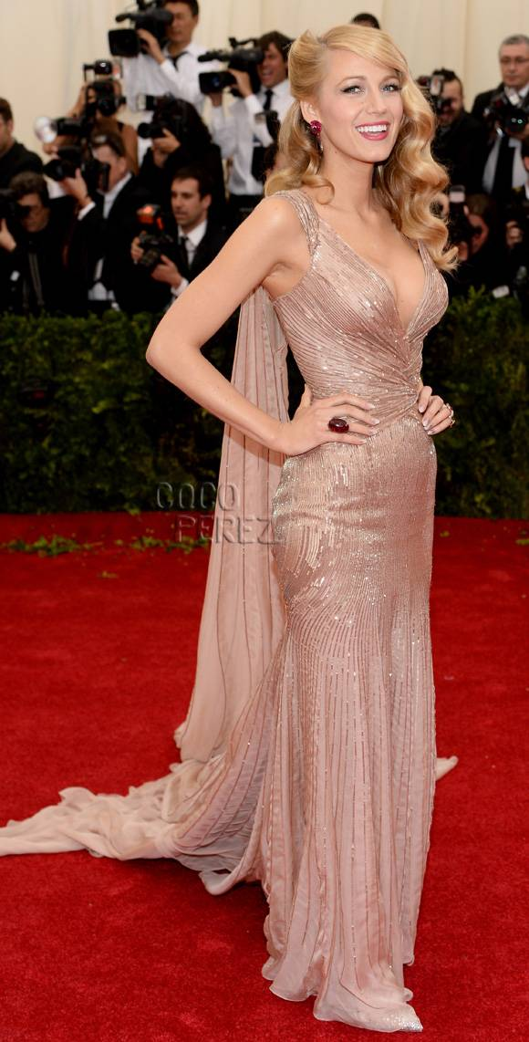 met-gala-2014-blake-lively-red-carpet__oPt