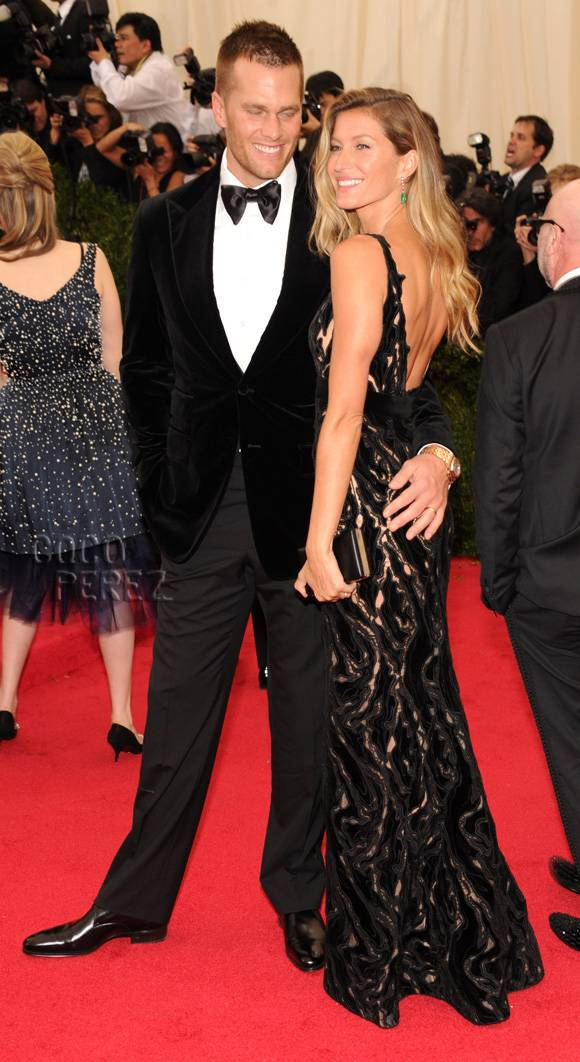 met-gala-2014-gisele-bundchen-tom-brady-red-carpet__oPt