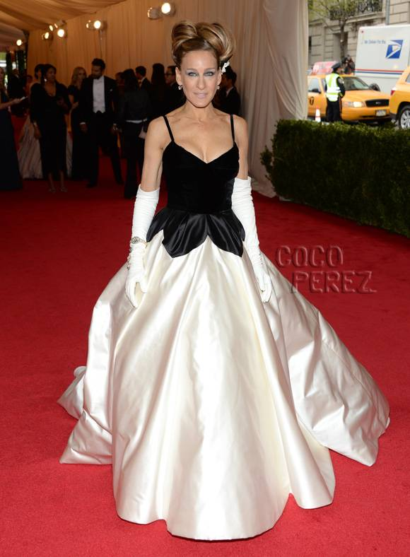met-gala-2014-sarrah-jessica-parker-red-carpet__oPt